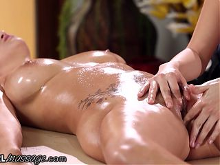 She Gives A Hard Pussy Massage To April ONeil
