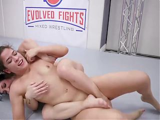 Victoria Voxxx vs Brandi Mae in hot lesbian sex fight